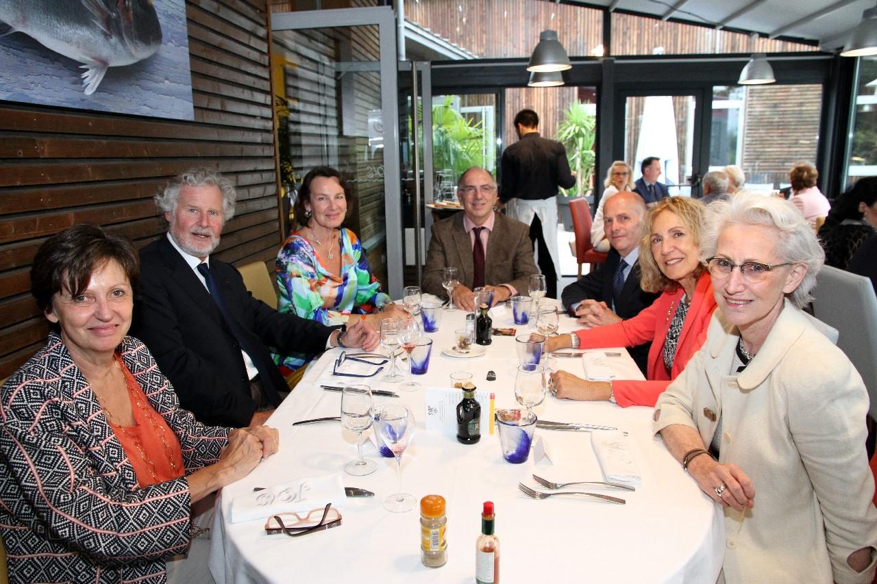 Dîner de départ des Consuls Généraux de ROUMANIE, de SUISSE et d'ESPAGNE, une des tables